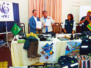 WWF Bolivia deliver equipment to the Beni Department to strengthen efforts against the illegal trafficking of wildlife parts.